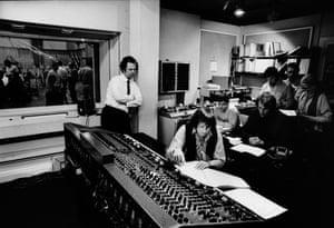 Previn, foreground, in a recording studio in 1974.