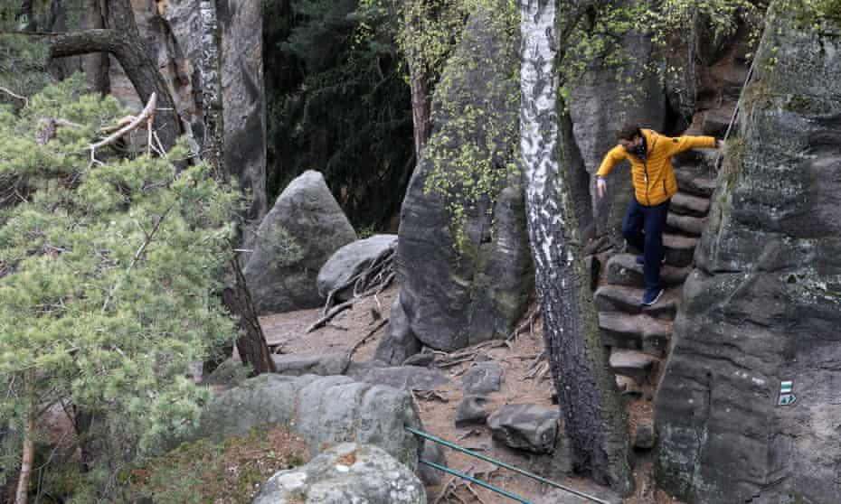 Nils climbs down some steps in Prachovské Skály