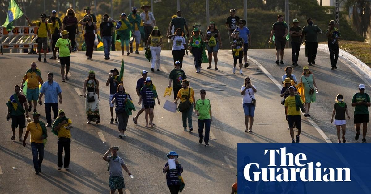 Bolsonaro supporters clash with police before major rally in Brasília