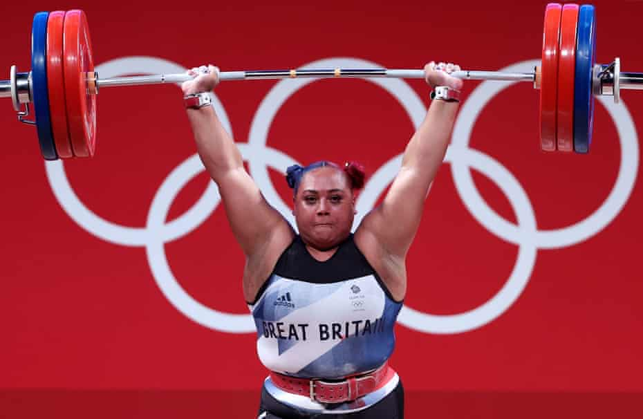 Emily Campbell on her way to winning a weightlifting silver medal at Tokyo 2020