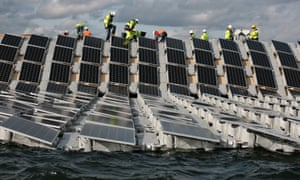 Construction of Europe's largest floating solar panel array is underway on London's Queen Elizabeth II reservoir.
