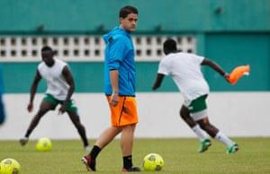 Johnny McKinstry leading Sierra Leone training in 2014.