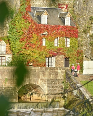 View of the picturesque old bridge and River Sarthe as it flows through Fresnay-sur-Sarthe in the Pays de Loire region of Western France.