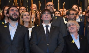Clara Ponsatí, right, with the former regional president Carles Puigdemont, centre