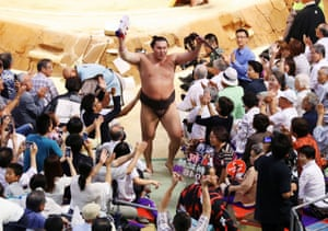 Yokozuna Hakuhō Shō, the 69th grand champion, receives the blessing from spectators after he established all-time sumo record with his 1,048th win at Nagoya Grand Sumo Tournament