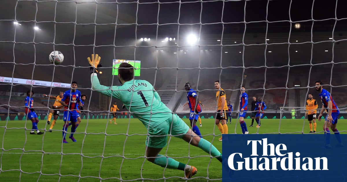 Adama Traoré hits rare goal as Wolves prove too strong for Crystal Palace