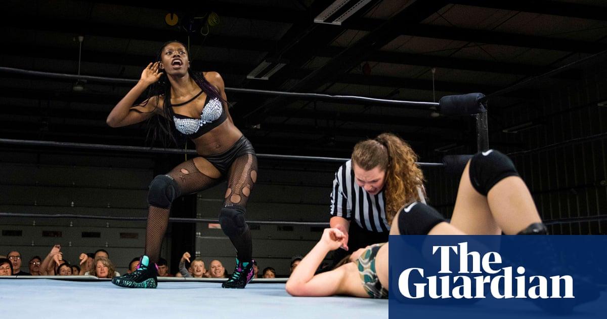 Female wrestling rooms