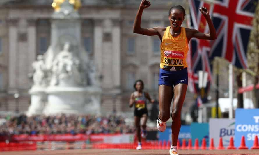 Kenya's Jemima Sumgong crosses the finish line to win the 2016 women's London Marathon
