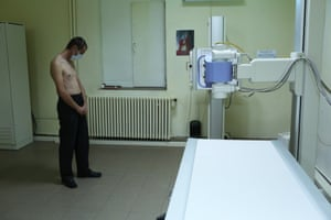 Stefan has lost his wife and both of his parents to drug-resistant tuberculosis. Stefan's wife was completing treatment with him at Bisericani hospital, but stopped taking her pills due to the severity of the side effects. She returned to their home on the Moldovan border, where she later died.
