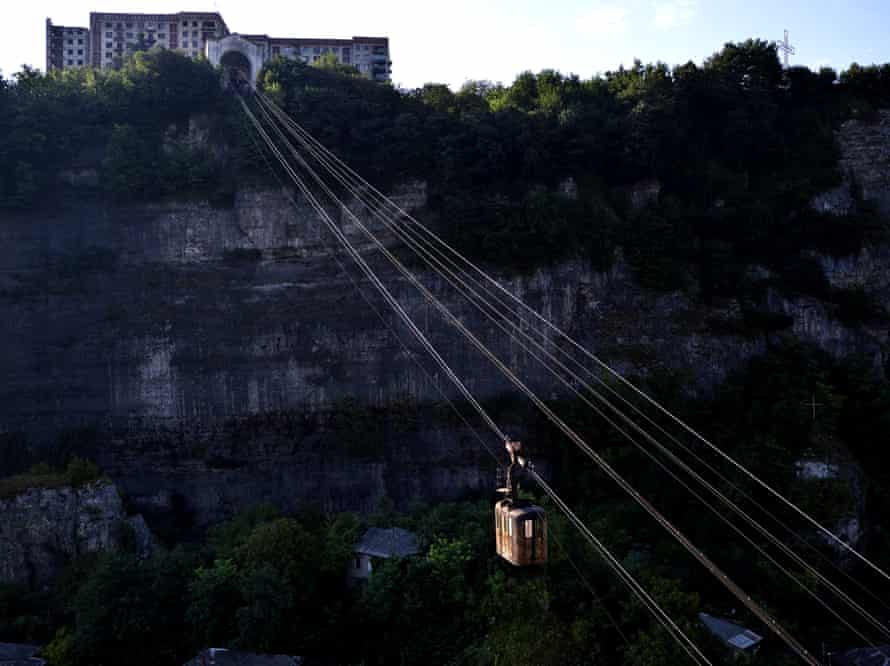 """A network of high-level """"rope roads"""" to transport workers to the mine"""