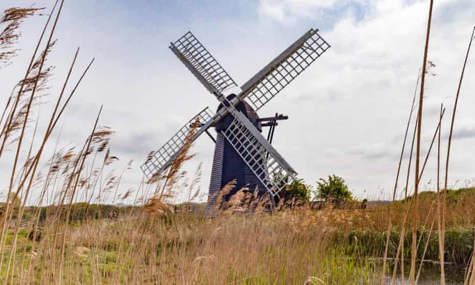 Sailing by: Herringfleet Windmill on Suffolk marshland.