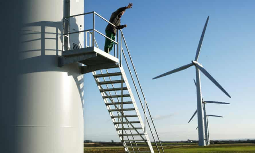 Onshore windfarms will be cost competitive with gas-fired power generation, the UK government's statutory advisers on climate change believe.