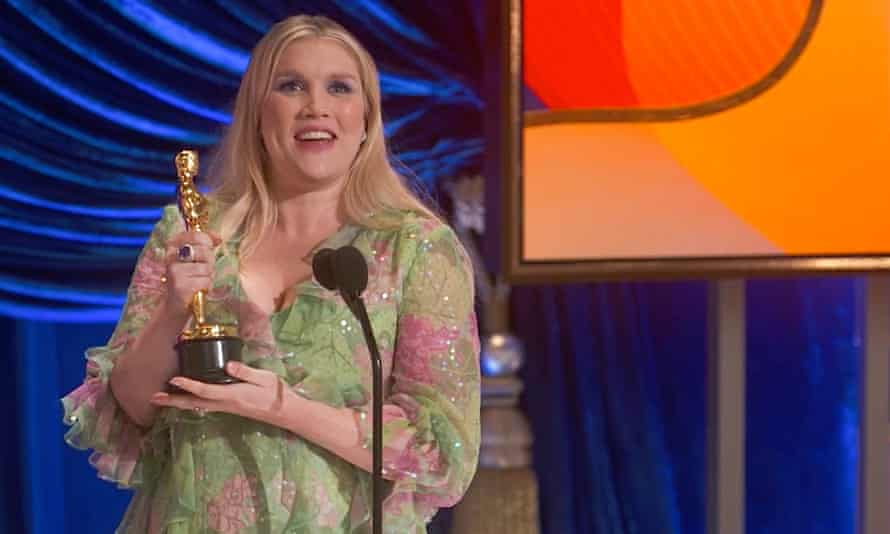 Emerald Fennell wins best original screenplay Oscar for Promising Young Woman | Oscars 2021 | The Guardian