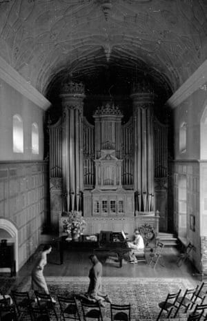 Singers rehearsing a scene from Mozart's The Marriage Of Figaro in the organ room at Glyndebourne, June 1939.