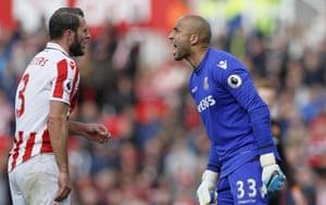 Stoke City goalkeeper Lee Grant argues with team-mate Erik Pieters