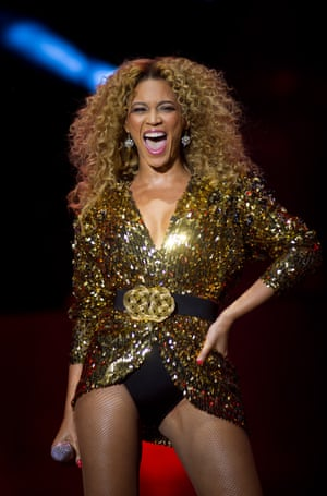 Beyonce stuck to her blazer-and-pants look in 2011. Her gold sequins ensured she could be seen sparkling even at the back of the Pyramid-stage crowd.