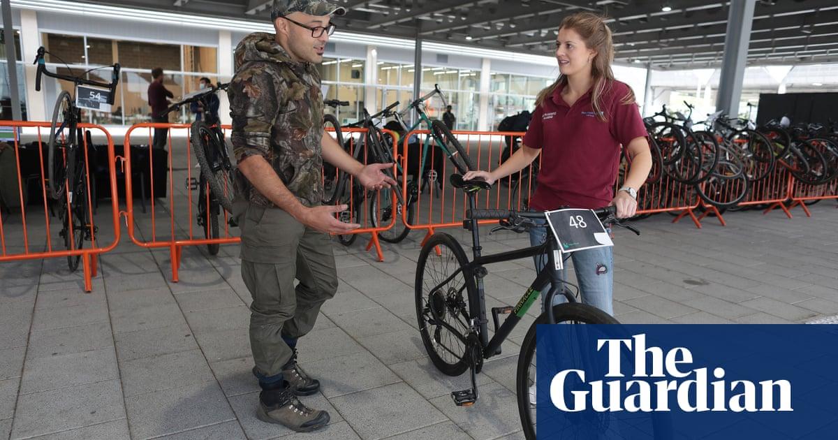 'Sharing economy': mechanic repairs NHS workers' bikes for free