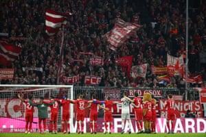 Bayern Munich players celebrate winning against Schalke.