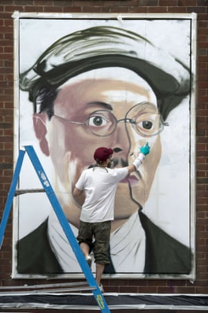 French street artist, Akse, at work.
