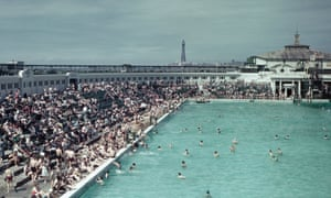 The Open Air Swimming Pool Lido on the South Shore in Blackpool in 1944.