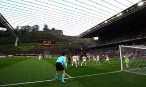 Braga host Shakhtar Donetsk at the Estadio Municipal de Braga.