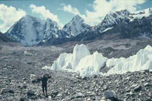 A cyclist on their way to Everest base camp in October 1984
