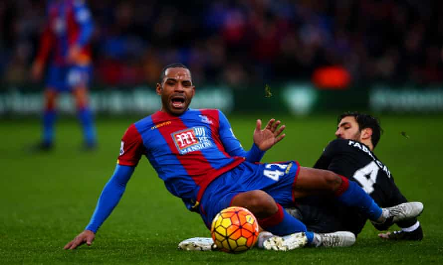 """Chelsea's Cesc <a href=""""http://www.theguardian.com/football/2015/dec/19/diego-costa-cesc-fabregas-booed-chelsea-supporters"""">Fàbregas</a>, right, pictured tangling with Jason Puncheon, has been trundling about like a three-wheeled shopping trolley for the last six months. Here he played like a man slowly waking up."""