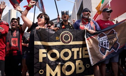Atlanta United fans head to the Mercedes-Benz stadium together.