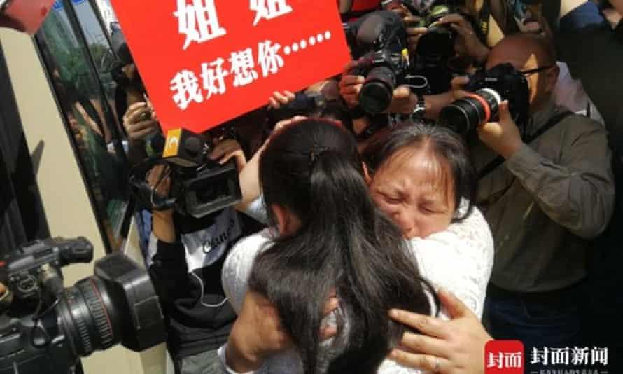 Kang Ying hugs her mother Liu Dengying