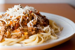 A plate of pasta with bolognese sauce