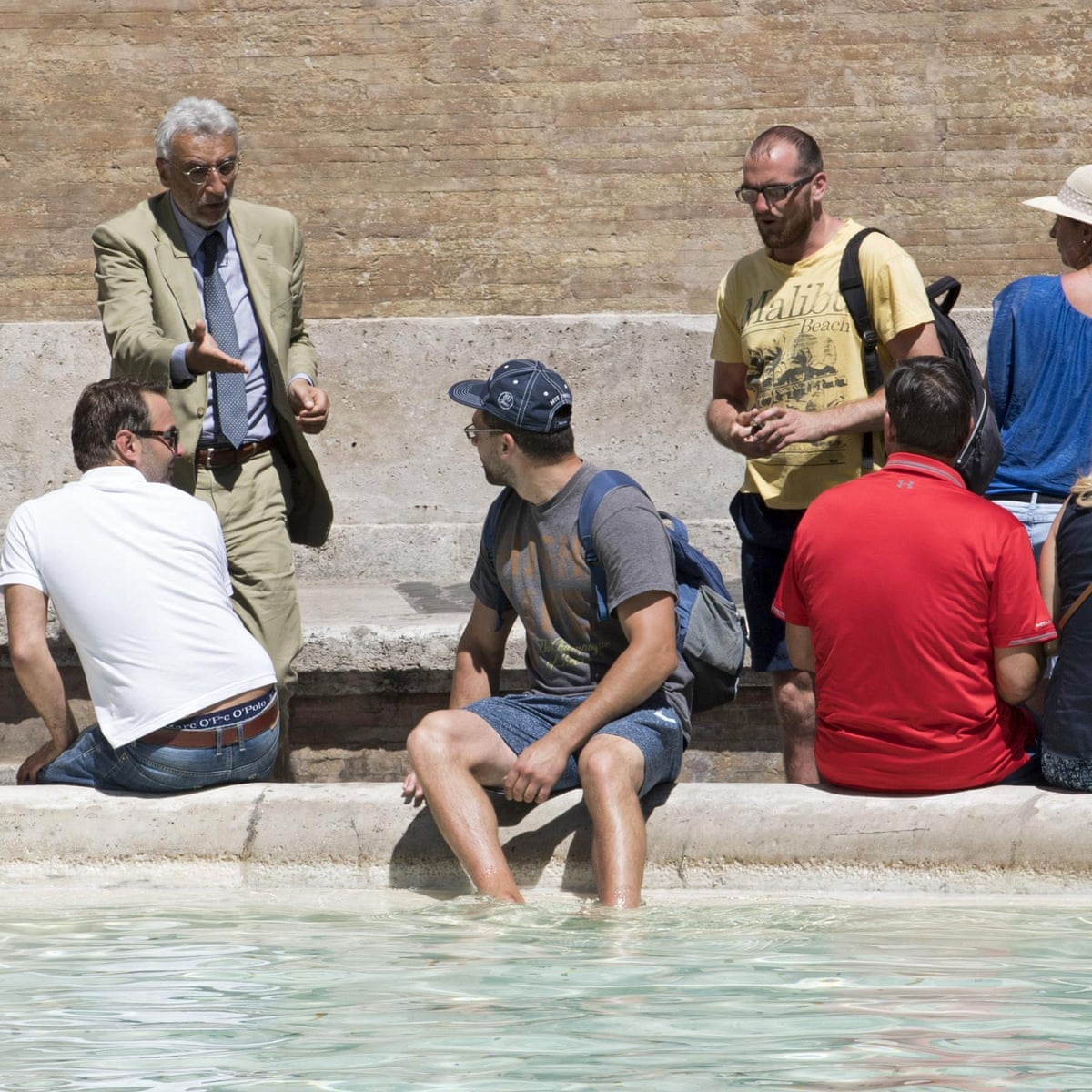 Trevi Levy Rome Imposes Fines For Frolicking At Famous Fountains Italy The Guardian