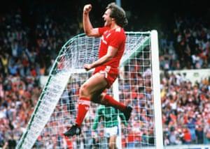 Jan Molby (Liverpool) celebrates a goal.