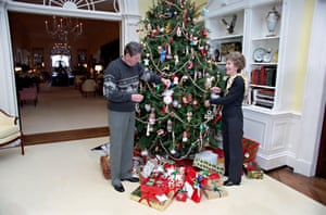 US President Ronald Reagan and First Lady Nancy Reagan decorate the Christmas tree in the private residence of the White House December 24, 1983 in Washington, D.C.EMXTY5 US President Ronald Reagan and First Lady Nancy Reagan decorate the Christmas tree in the private residence of the White House December 24, 1983 in Washington, D.C.