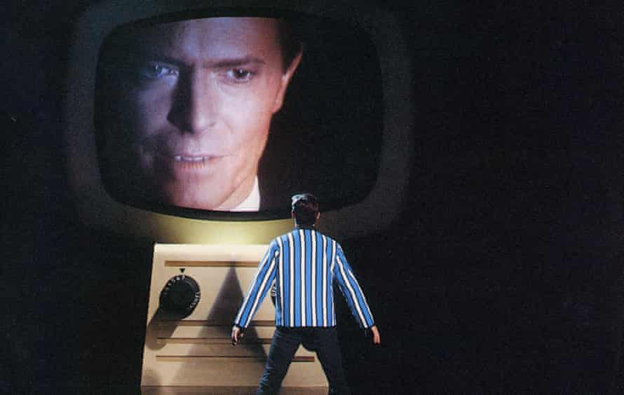 Bowie in Absolute Beginners (1986).