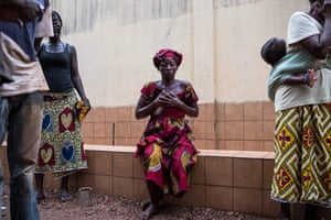 A woman grieves for a relative killed by the anti-balaka in PK5, Bangui