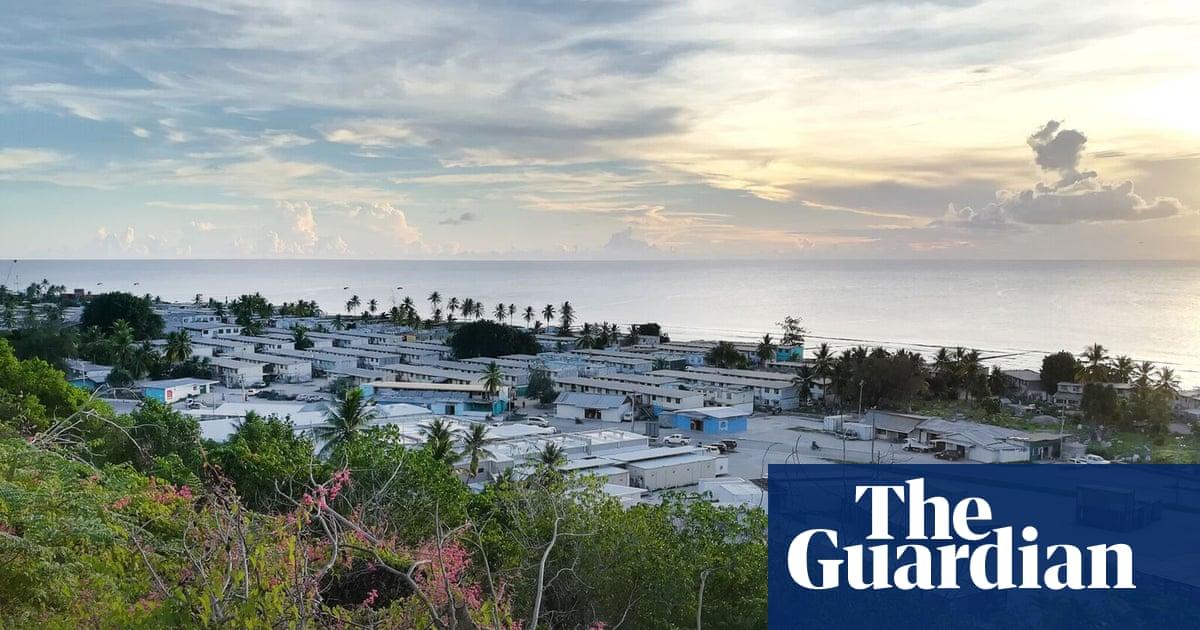 Australia signs deal with Nauru to keep asylum seeker detention centre open indefinitely