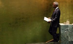 Kofi Annan steps down after his last speech at the UN as secretary general in 2006.