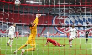 Robert Lewandowski scores Bayern Munich's third goal against Eintracht Frankfurt