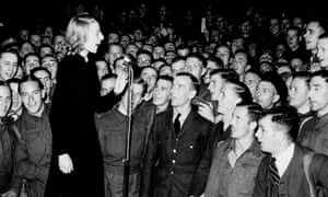 Vera Lynn entertains the troops