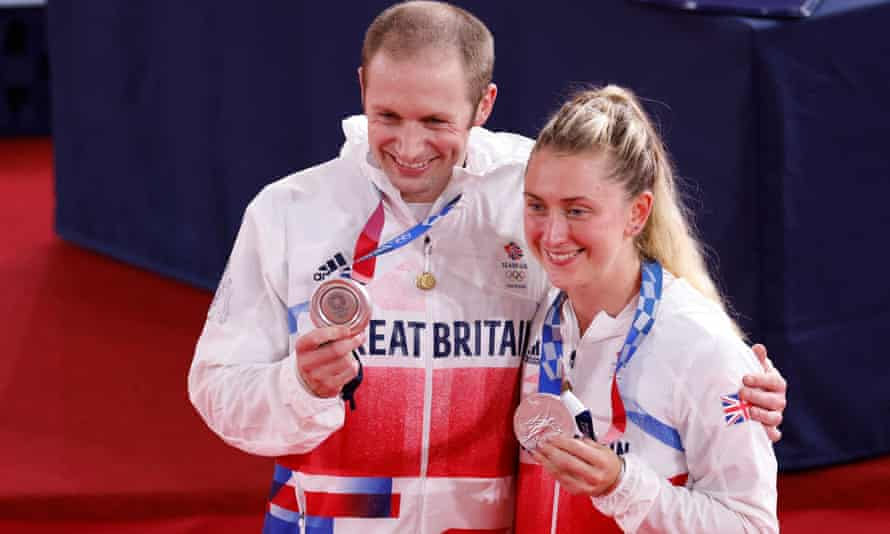 Jason Kenny and Laura Kenny show off their silver medals