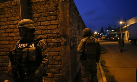 Mexican soldiers stand guard in Coatzacoalcos