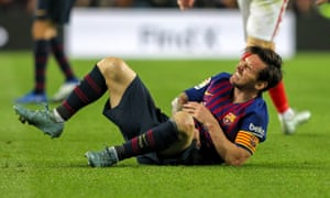 Lionel Messi grimaces in pain after suffering an arm injury that forced him to leave the pitch against Sevilla a week before Barcelona play Real Madrid. o