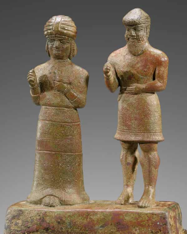 Two figures, 1500-1100 BC, from the Sarikhani Collection.