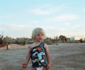 Ethan, Slab city (USA), 2017, by Laura HennoLaura Henno, meanwhile, brackets the US chapter of the festival with her 2017 exploration of the edges and outsiders of the American experience.