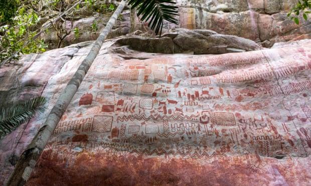 Lukisan di tebing hutan hujan Amazon