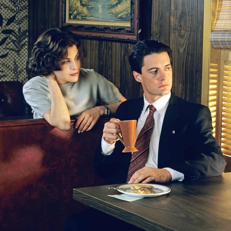 MacLachlan with Sherilyn Fenn in the original Twin Peaks series (1990).