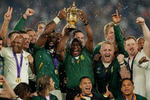 South African captain Siya Kolisi lifts the Webb Ellis Cup with the country's president, Cyril Ramaphosa.