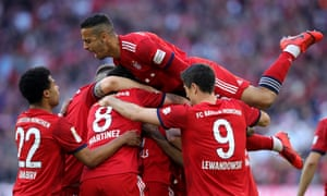 Mats Hummels celebrates with his teammates.