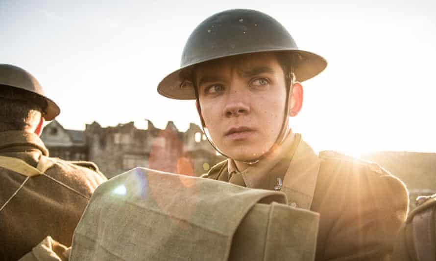 Asa Butterfield as Lieutenant Raleigh in Journey's End.
