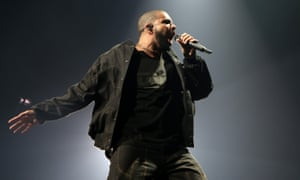 Rapper Drake broke the record for the longest uninterrupted reign at the top of the UK singles chart – largely due to streaming.